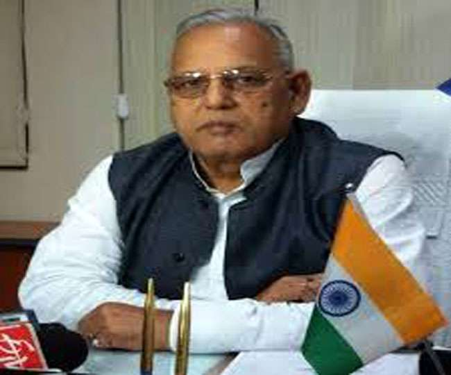 <p>Jharkhand Health Minister Ramchandra Chandravanshi is facing the charge of accepting money from his own security man and handing it over to a person of his choice. A video showing…
