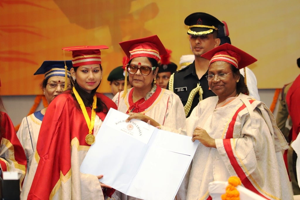<p>Governor Draupadi Murmu during the 2nd Graduation Day ceremony at Jamshedpur Women's College, Jamshedpur on Saturday</p>