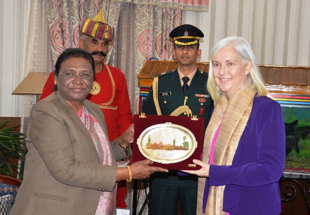 <p>Patricia L. Hoffman. Consul General ,US consulate General Kolkata met Hon'ble Governor on dated 31/01/2020.</p>