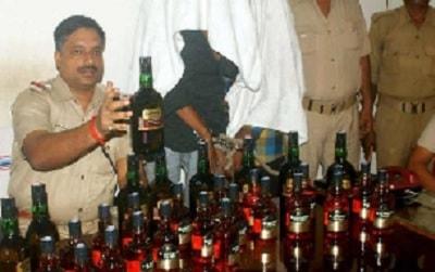 <p>धनबाद:अवैध शराब कारोबारियों पर पुलिस ने नकेल कसने की तैयारी कर ली है| इसके लिए आए दिन छापेमारी की जा रही है| जिले के बरवाअड्डा थाना क्षेत्र के पुलिस ने गुप्त सूचना के आधार…