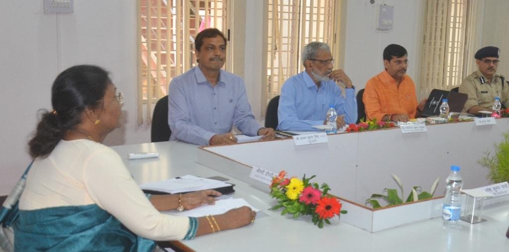 <p>माननीया राज्यपाल-सह-राज्य के विश्वविद्यालयों के कुलाधिपति श्रीमती द्रौपदी मुर्मू की अध्यक्षता में आज रक्षा शक्ति विश्वविद्यालय के भवन में विश्वविद्यालय की शासी परिषद् (गवर्निंग…