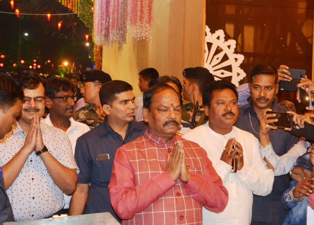 <p>CM Raghubar Das at a 'Ravan Dhahan' programme organised at Argora, Ranchi on the occasion of Dussera on Saturday.</p>