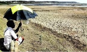 <p>Awaiting monsoonal rain is the tribal farmer in Ratu,Ranchi-Jharkhand.</p>