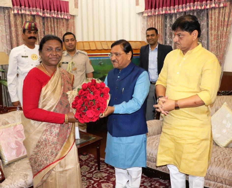 <p>माननीया राज्यपाल द्रौपदी मुर्मू से आज दिनांक 22/10/2018 को कौशिकभल जे पटेल,राजस्व मंत्री, गुजरात सरकार,के नेतृत्व में एक प्रतिनिधिमंडल ने मुलाकात की।</p>