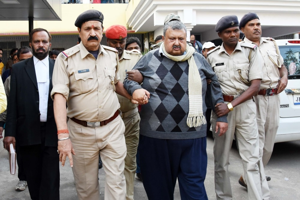 <p>Police officers taking former Jharkhand Chief Secratary Sajal Chakraborty convicted in the case of fodder scam to CBI Special court in Ranchi on Tuesday.</p>