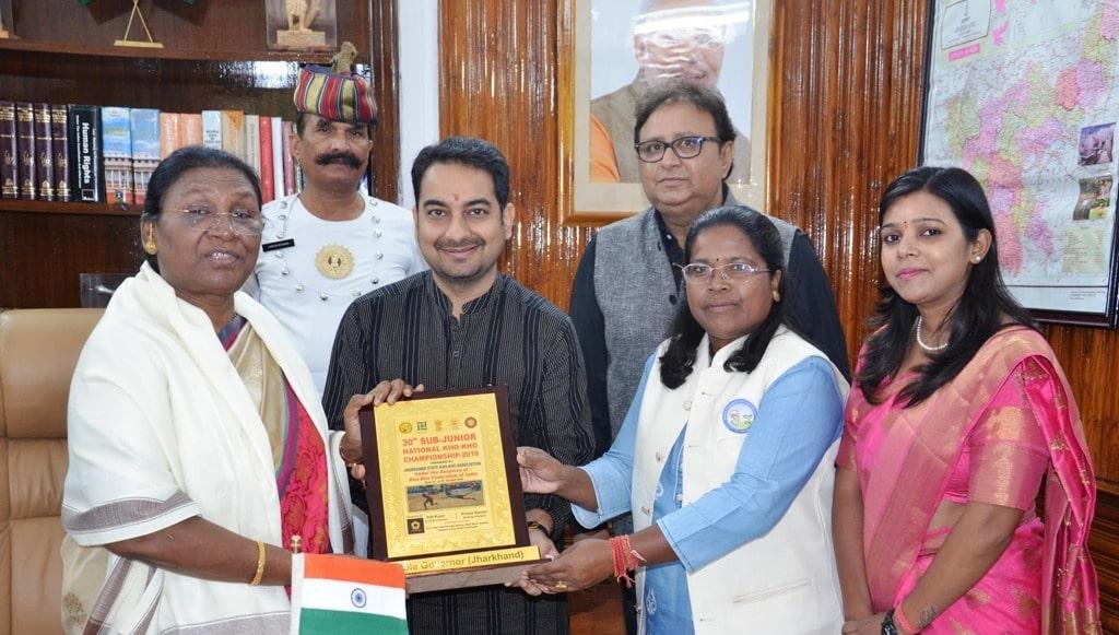 <p>A delegation of Jharkhand Kho-Kho Association led byAarti Kujur met the Governor Draupadi Murmu at Raj Bhawanon dated 26/10/2019.</p>