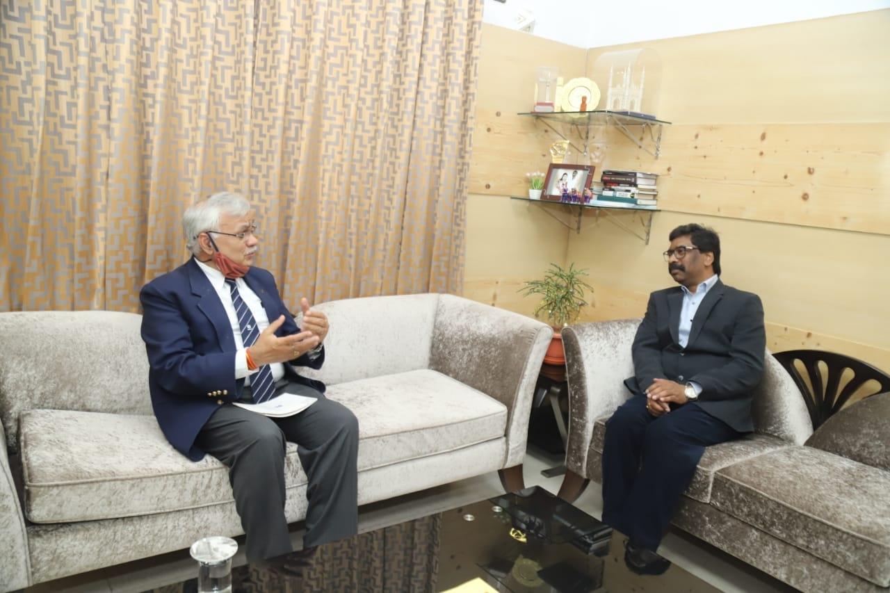<p>मुख्यमंत्री श्हेमन्त सोरेन से सचिव, आवासन एवं शहरी कार्य मंत्रालय भारत सरकार श्री दुर्गा शंकर मिश्र ने मुलाकात की। मुख्यमंत्री से श्री मिश्र ने नगर विकास विभाग की योजनाओं की कार्य…