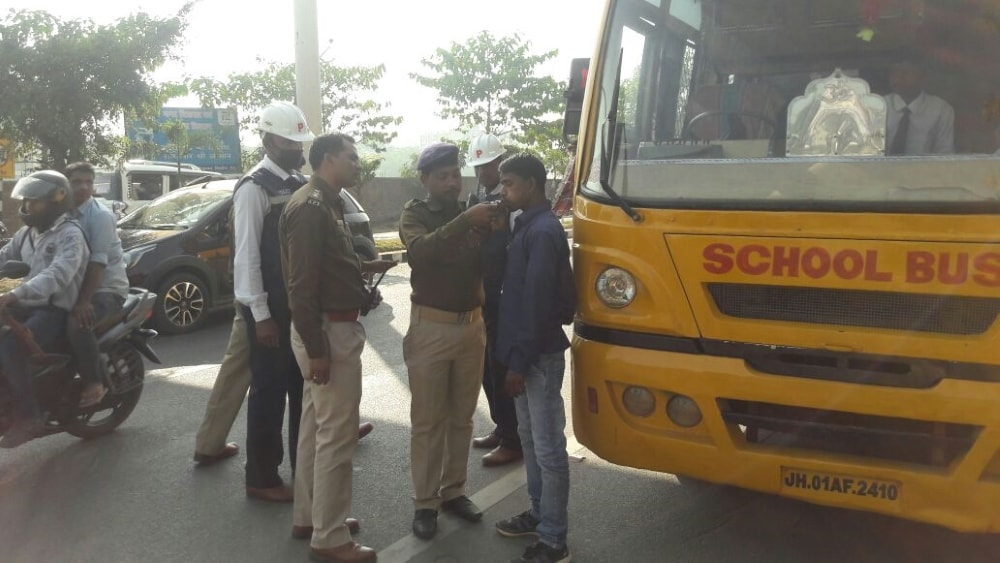 <p>Traffic DSP Dilip Khalko at Ranchi's Sahajanand Chowk, conducting a 'Drinking and Driving' checking drive specially meant for School Bus drivers on Thursday.</p>