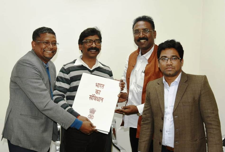 <p>Former TAC member Mr. Ratan Tirkey paid a courtesy call on Chief Minister Mr. Hemant Soren. He was accompanied by Mr. Johnson Topno, State Manager of Fia Foundation and Denis Pankaj…
