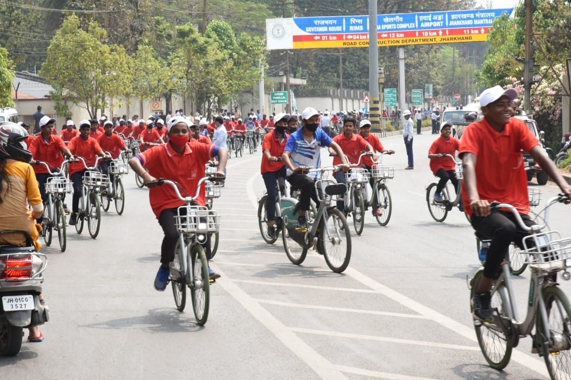 """<p>खेल निदेशालय, झारखंड सरकार द्वारा देश के आजादी की 75वीं वर्षगांठ को समर्पित """"आजादी का अमृत महोत्सव"""" के अवसर पर आयोजित साइकिल रैली का उद्घाटन मुख्यमंत्री श्री हेमन्त सोरेन…"""