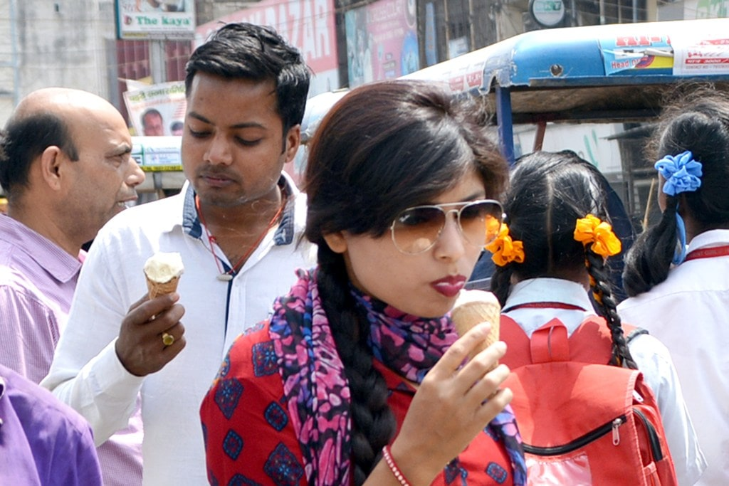 <p>To beat the heat, people enjoying icecreams in Ranchi on Wednesday.</p>