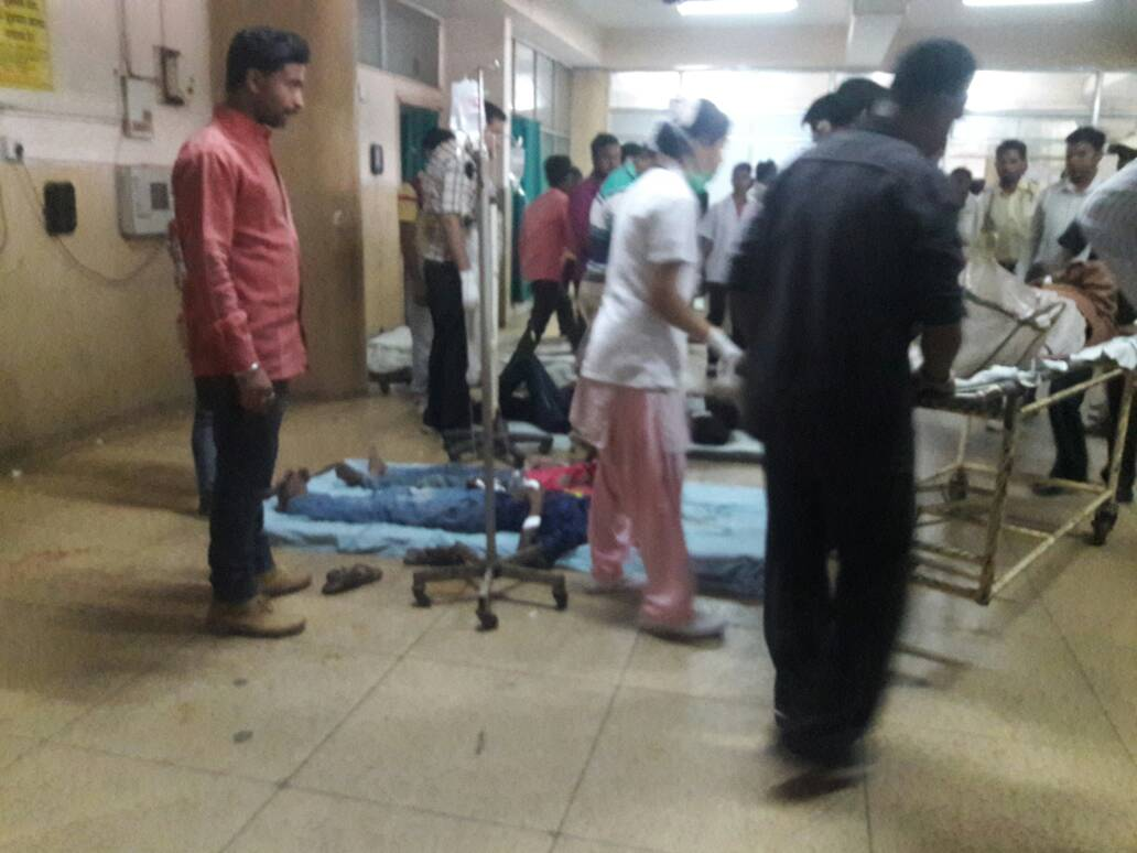<p>A truck carrying 50-60 tribal women who were out to observe their Jani Shikar(Bird Killing) met with an accident between Rahe and Sonahatu block in Ranchi.All of them were injured…