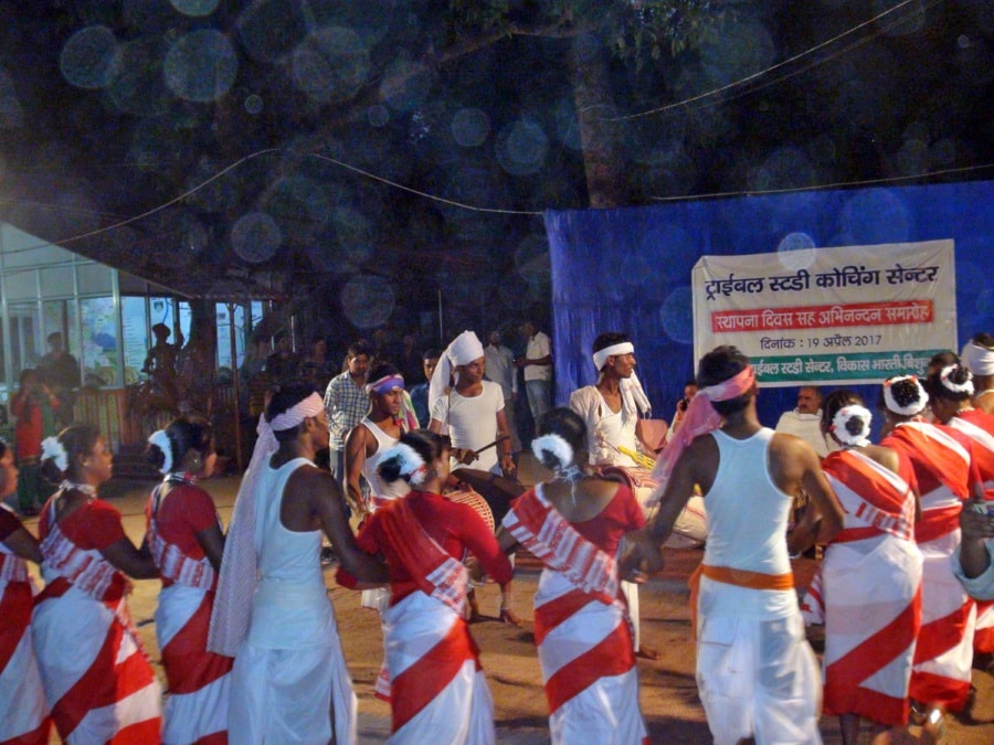 <p>Adivasis group dance.It was held recently inside Vikas Bharti complex in Ranchi under the banner of Tribal Research Centre.</p>