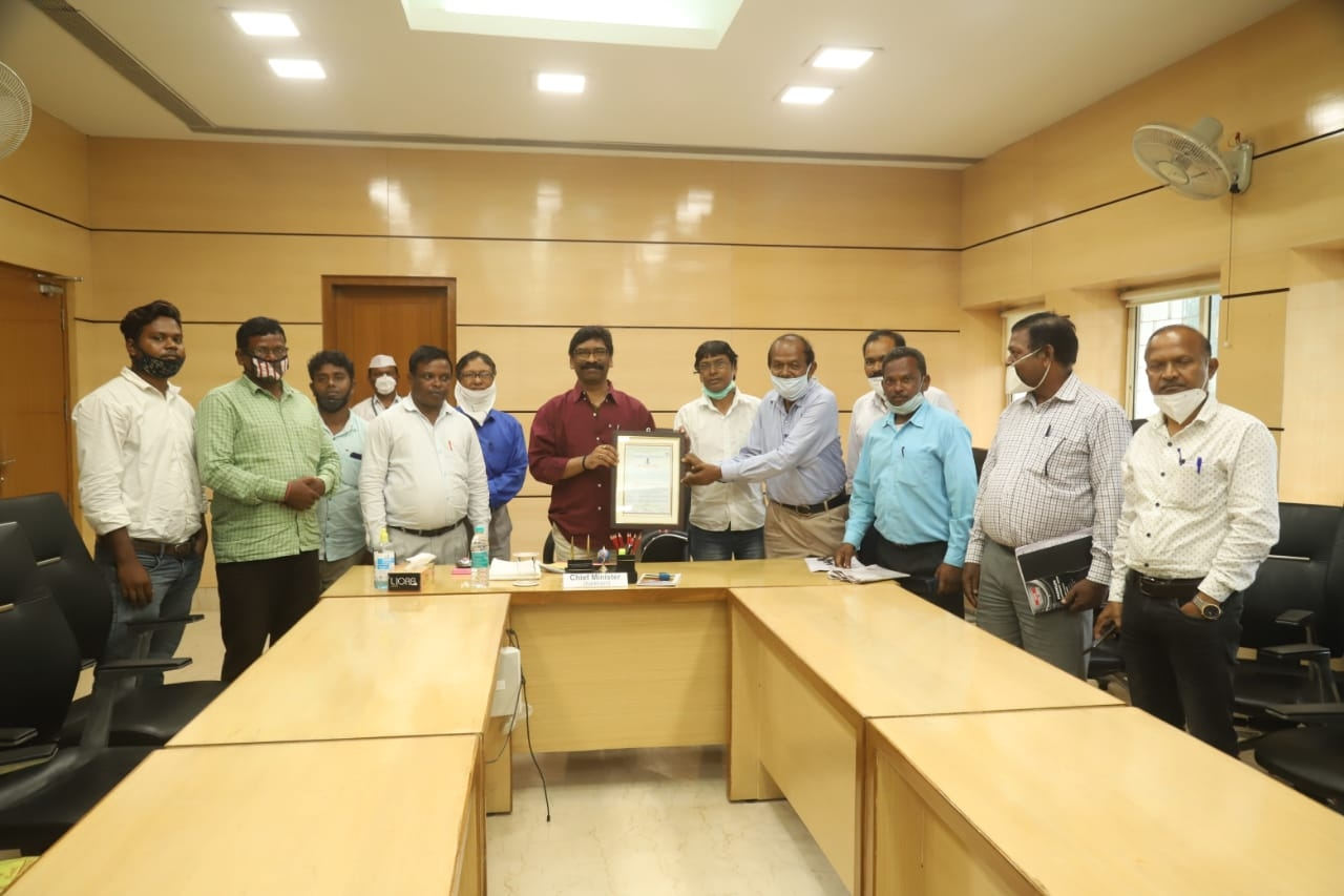<p>Members of the Tribal Social Education and Cultural Association, East Singhbhum met the Chief Minister Mr. Hemant Soren. To the Chief Minister, the members of the association handed…