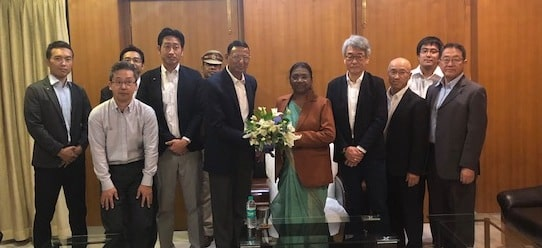 <p>माननीया राज्यपाल द्रौपदी मुर्मू से Japanese company द्वारा संचालित Kyocera CTC Pvt. Ltd, जमशेदपुर में आये हुए जापान के तकनीकी विशेषज्ञों ने मुलाकात की।</p>