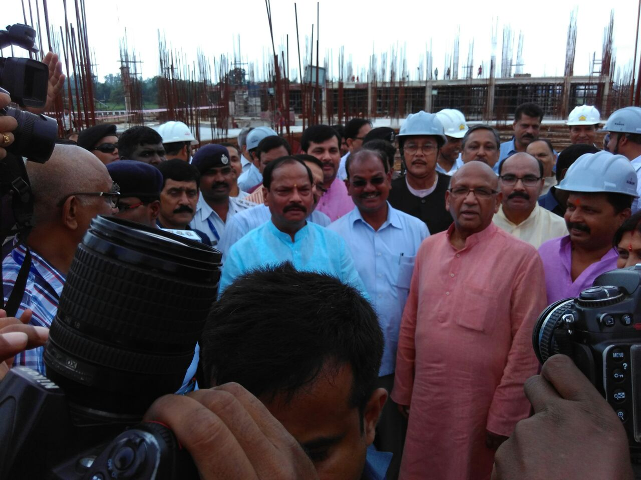 <p>Plant trees in the premise of the under construction building of the Assembly premise ,CM Raghubar Das appealed to workers so that they remain immortal.</p>