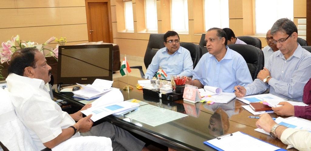 <p>मुख्यमंत्री रघुवर दास ने आज झारखण्ड मंत्रालय में वाणिज्यकर, उत्पाद, परिवहन, निबंधन एवं भू-राजस्व के राजस्व प्राप्ति के लक्ष्य और उसकी प्राप्ति के लिए विभागों द्वारा तय की गई कार्य…