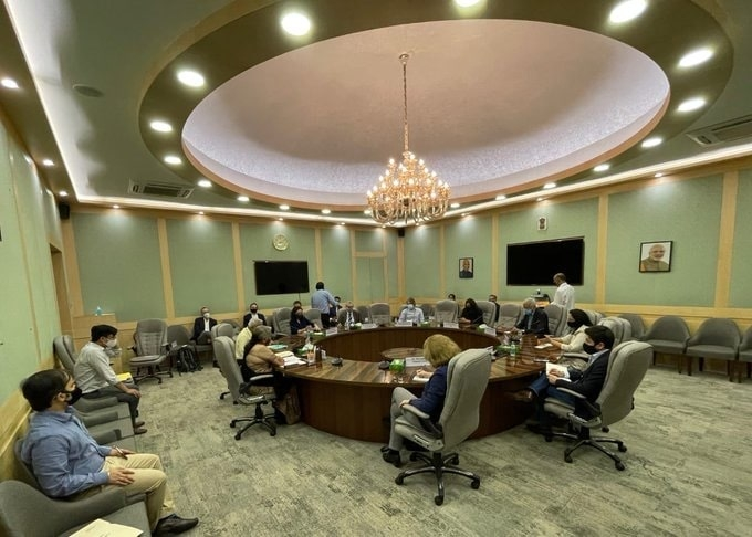 <p>Union Finance Minister Nirmala Sitharaman on Thursday interacted with scribes from global media organisations and talked about different aspects of Union Budget 2021-22 and Indian…