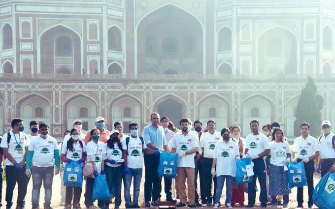 <p>नेहरू युवा केन्द्र संग़ठन द्वारा आयोजित स्वच्छ भारत अभियान कार्यक्रम के अंतर्गत हुमायूँ के मक़बरे में स्वच्छता अभियान चलाकर स्थानों को स्वच्छ रखने की अपील की।</p>