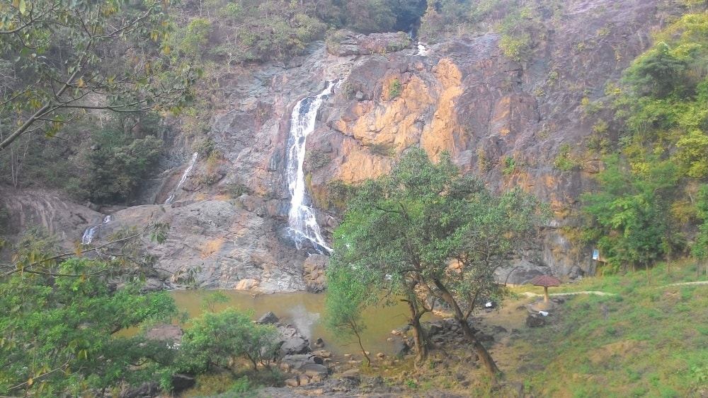 <p>Its monsoon season and Hirni Fall is at the peak of its beauty.This jewel of Jharkhand isabout 70 Kms from Ranchi and is located on the Ranchi-Khunti-Chibasa road.</p>