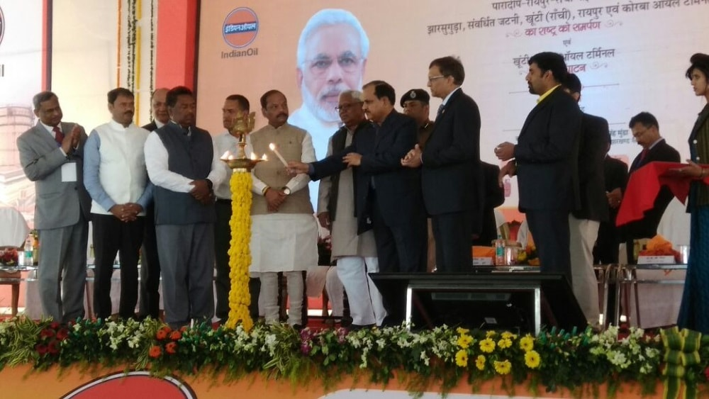 <p>Raghubar Das today inauguarated the IOC Terminal at Khunti. </p>