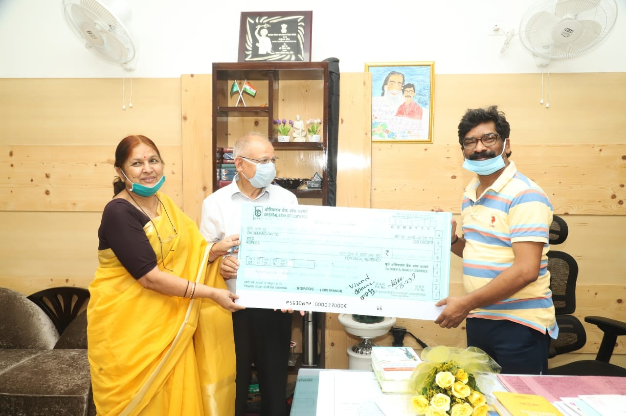 <p>On behalf of teachers and staff of Ranchi University, it's VC Ramesh Pandey today met CM Hemant Soren and handed over a cheque of Rs seven lac to fight coronavirus pandemic…