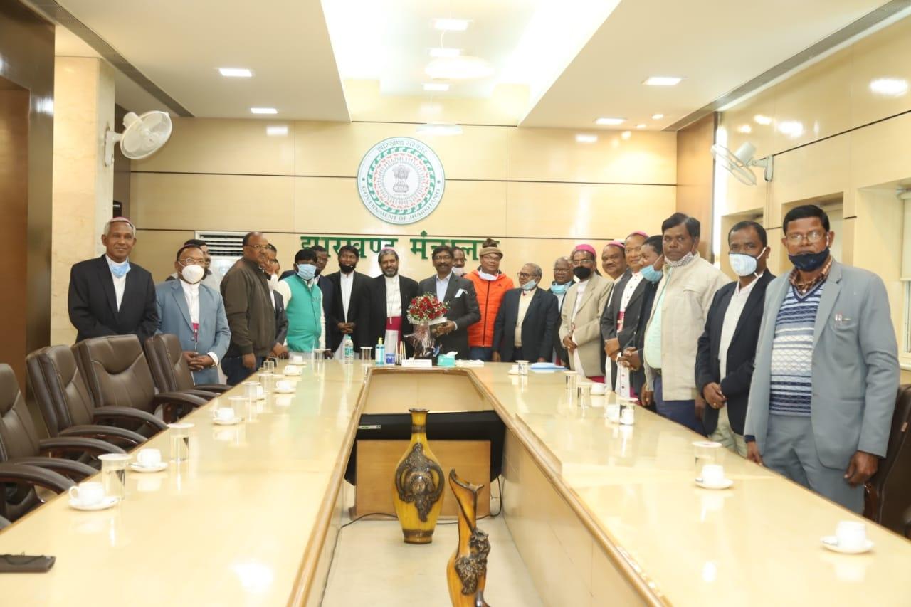 <p>मुख्यमंत्री श्री हेमन्त सोरेन से झारखण्ड ख्रीस्तीय अल्पसंख्यक शिक्षण संस्था के एक प्रतिनिधिमंडल ने मुलाकात की।प्रतिनिधिमंडल ने मुख्यमंत्री को गैर सरकारी सहायता प्राप्त अल्पसंख्यक…