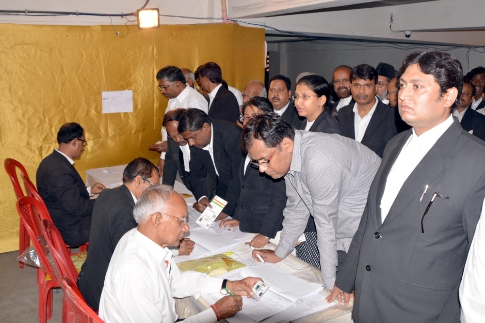 <p>Lawyer's cast their vote during the election of civil court Bar Council election at Civil court in Ranchi on Thursday.</p>