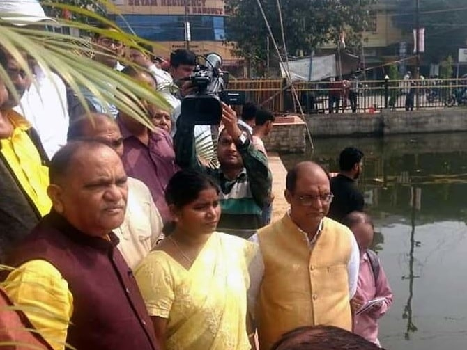 <p>Officials cleaning water bodies in Ranchi for the Maha Parav-Chhath. Ahead of the great festival-Chhath-worship of the Sun on Saturday and Sunday,a team of government functionaries…