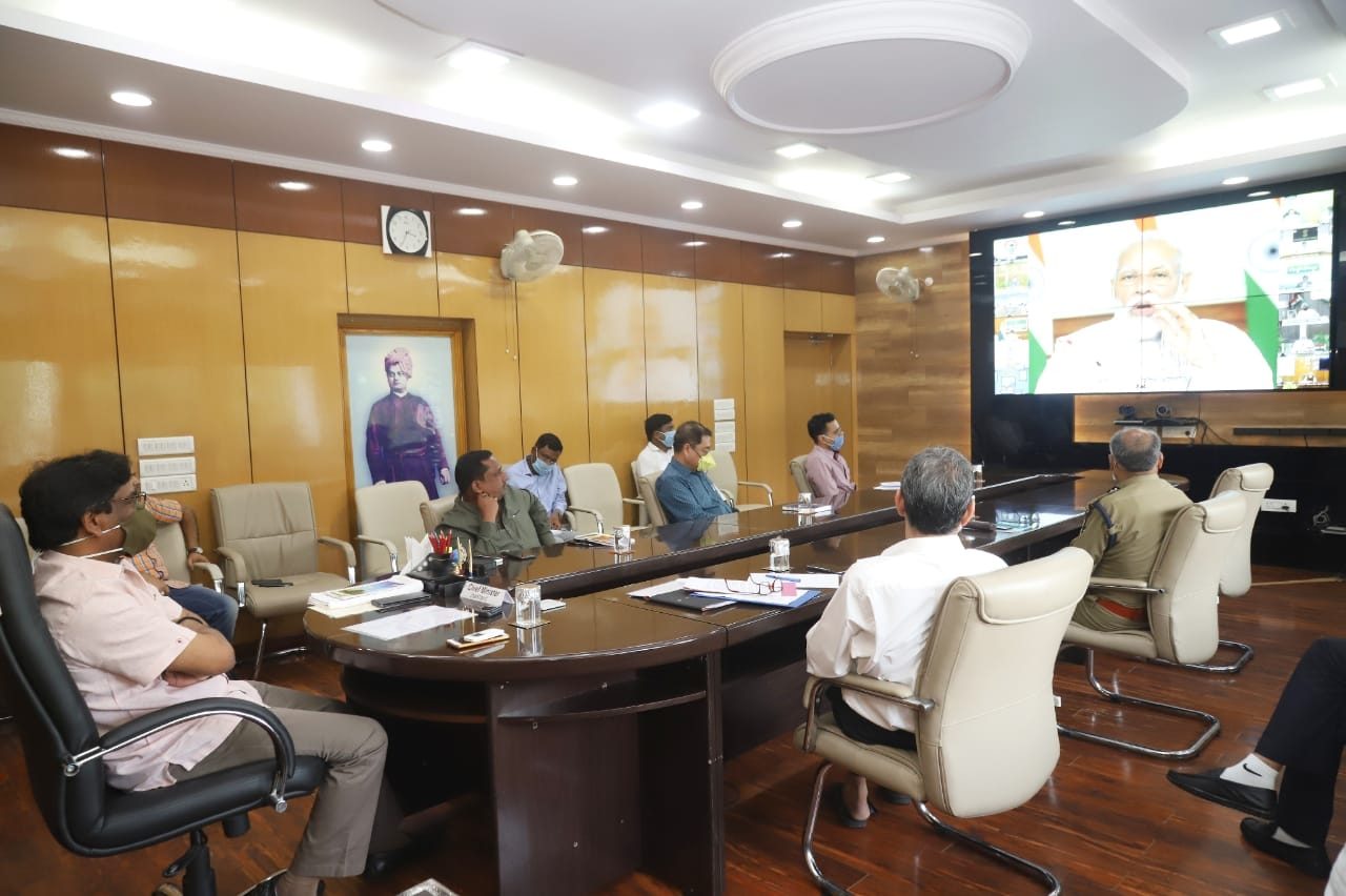 <p>Jharkhand Chief Minister Hemant Soren (Left)and senior officers including Chief Secretary Sukhdev Singh (Right) taking part in PM Narendra Modi's video conference with CMs,…
