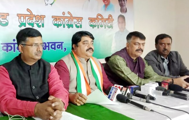 <p>JPCC spokesperson Rajiv Ranjan along with party leaders during a press conference at JPCC office in Ranchi on Tuesday.</p>