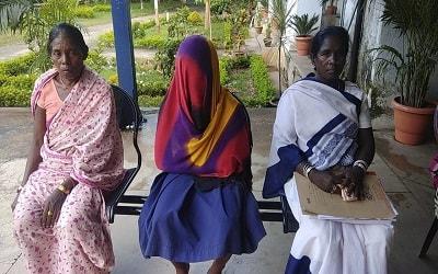 <p>गिरिडीह :गांडेय प्रखंड के धर्मपुर गांव में एक नाबालिग आदिवासी बच्ची के साथ सामूहिक दुष्कर्म का मामला सामने आया है| बच्ची शाम 5 बजे शौच के लिए गई थीं| इसी दौरान पांच युवकों…