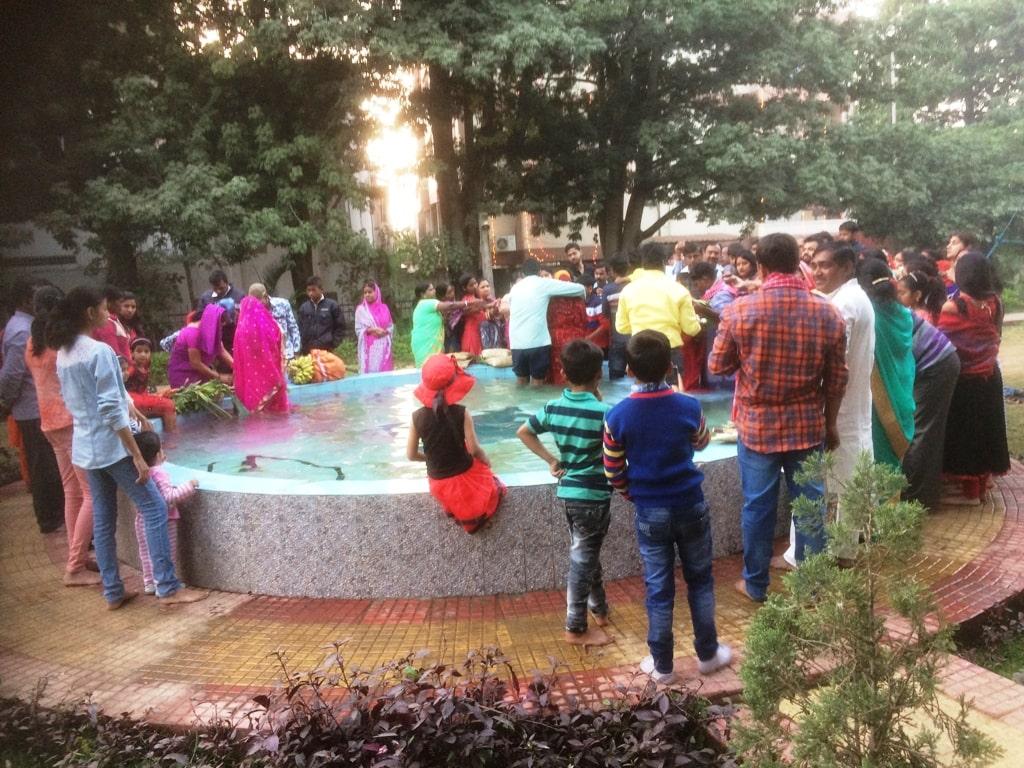 <p>Devotees offered prayer to the setting Sun God on the occasion of Chhath festival on Tuesday.</p>