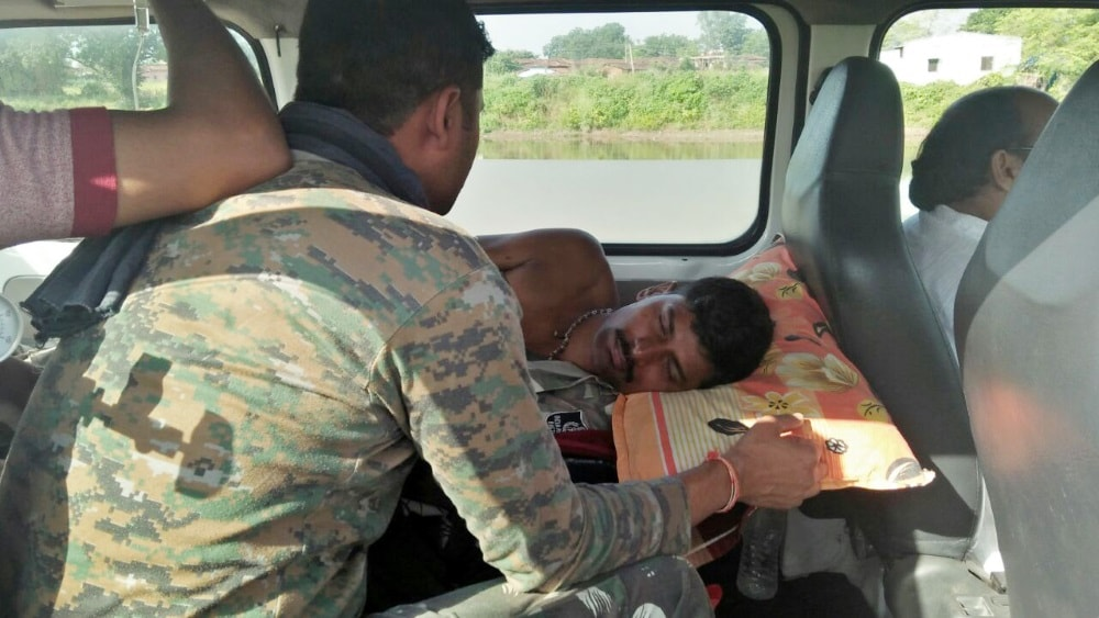<p>On the night of Sunday, in an encounter with the maoists and security forces in Hundi area under Bakumath Herhanz of Lather, one member of the of the security forces was injured.</p>…