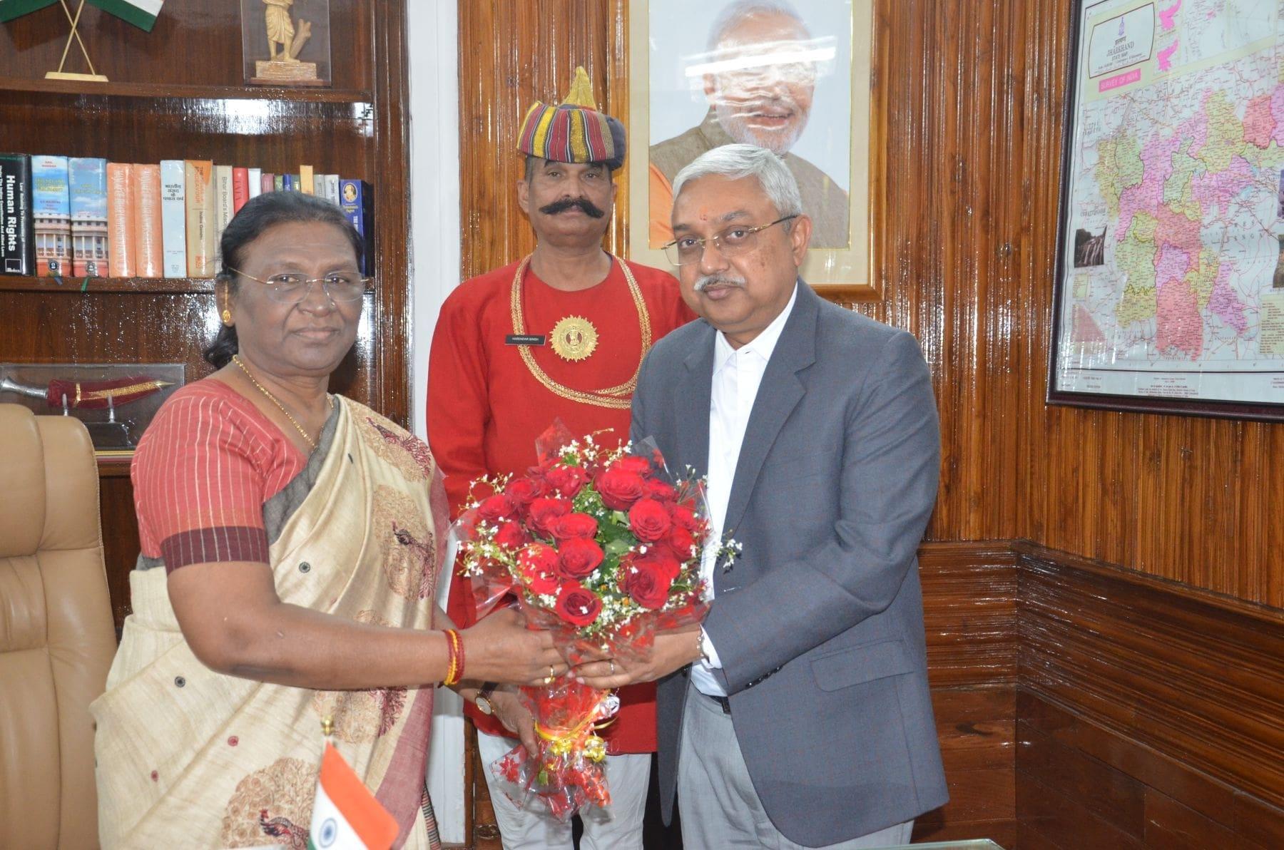 <p>माननीया राज्यपाल द्रौपदी मुर्मू से नवनियुक्त महाधिवक्ता राजीव रंजन ने राजभवन में मुलाकात की । on dated 20/02/2020</p>