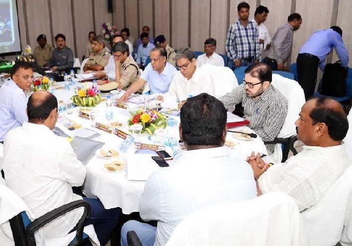 <p>Jharkhand CM Raghubar Das today held a review meeting on the forthcoming Shravani Mela with top civil and police officials in Deoghar. The Mela starts from July 17 and lasts for…