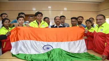 <p>The State Govt is committed to promote sports and develop infrastructure for its development:CM Raghubar Das.</p>
