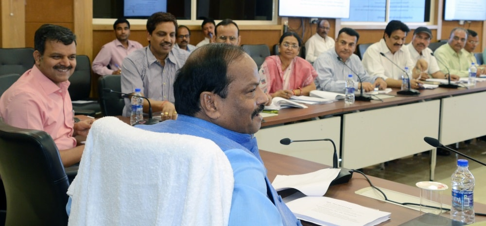 <p>Provide bus services to students of women's colleges,directed CM Raghubar Das in a review meeting of the High and Technical Education Department in Ranchi.</p>