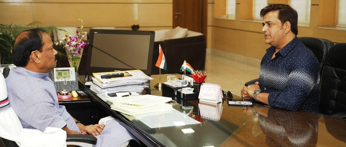 <p>माननीय मुख्यमंत्री रघुवर दास से फिल्म अभिनेता रवि किशन ने आज दिनांक 30/07/2018 को प्रोजेक्ट भवन में भेंट की |</p>