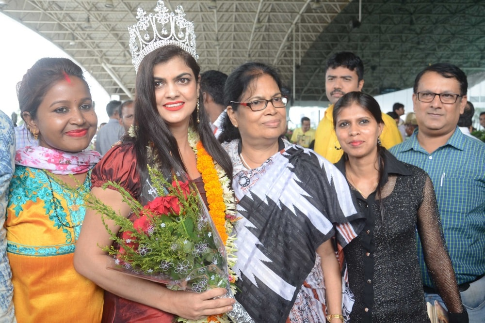 <p>Rinku Bhagat being welcomed by her family and relatives after her arrival at Birsa Munda International airport Hinoo in Ranchi on Friday. Resident of Ranchi, Mrs Bhagat won the…