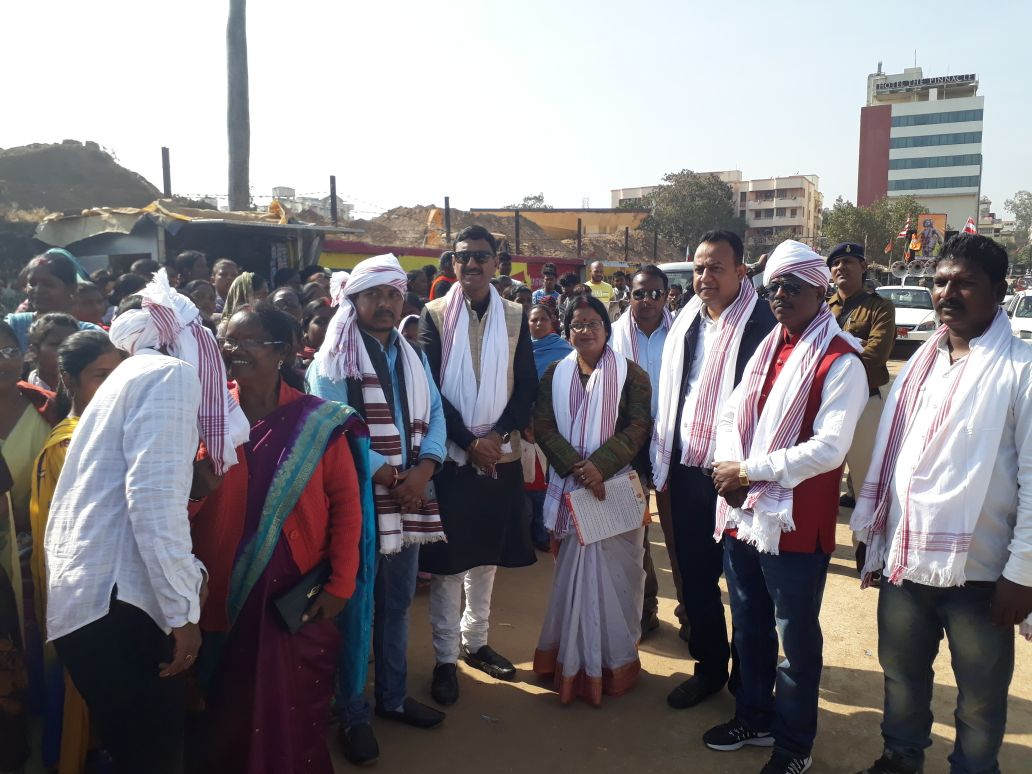 <p>Hatia MLA Naveen Jaiswal, Ranchi Mayor Aasha Lakra, Khadi Boad President Sanjay Seth and others today took part in rally 'Chhaley Gaon Ki Or'.The rally started from the…