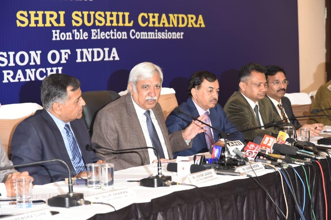<p>मुख्य चुनाव आयुक्त सुनील अरोड़ा के नेतृत्व में भारत निर्वाचन आयोग की टीम ने विधानसभा चुनाव की तैयारियों को लेकर आज मुख्य सचिव और पुलिस महानिदेशक के साथ की उच्चस्तरीय बैठक कीon…