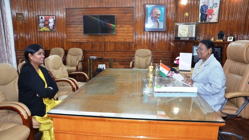 <p>माननीया राज्यपाल महोदया को महापौर रांची आशालकड़ा ने राज भवन आकर नूतन वर्ष की बधाई दी on dated 06/01/2020</p>