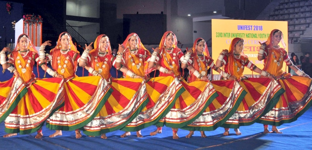 <p>Students performs during concluding day ceremony of 33rd Inter University  National Youth festival-2018 (Palash) at Mega Sports Complex, Khelgaon in Ranchi on Tuesday.</p>