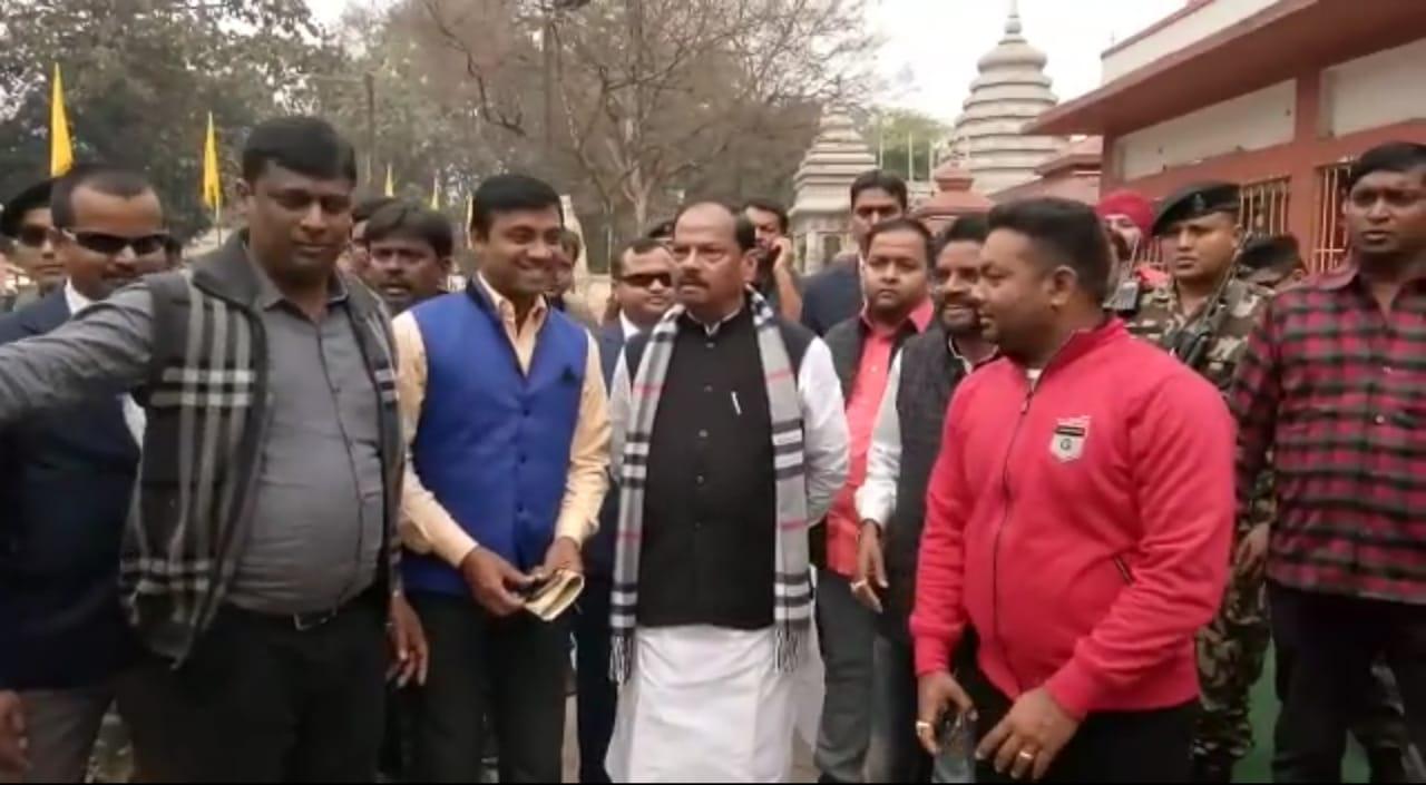 <p>मुख्यमंत्री ने आज दिनांक 14/01/2019 को जमशेदपुर के सिदगोड़ा स्थित सूर्य मंदिर परिसर का भ्रमण किया। घूमने आए हुए सैलानियों ने मुख्यमंत्री को अपने बीच पाकर काफी खुश हुए। सैलानियों…