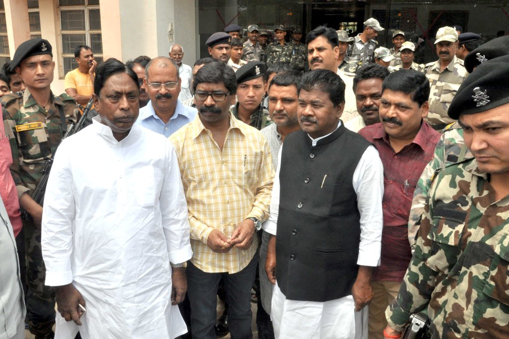 <p>Opposition leader and JMM Executive president Hemant Soren along with senior Congress leader Alamgir Alam and JVM General Secretary Bandhu Tirkey leaves after meeting ailing RJD…