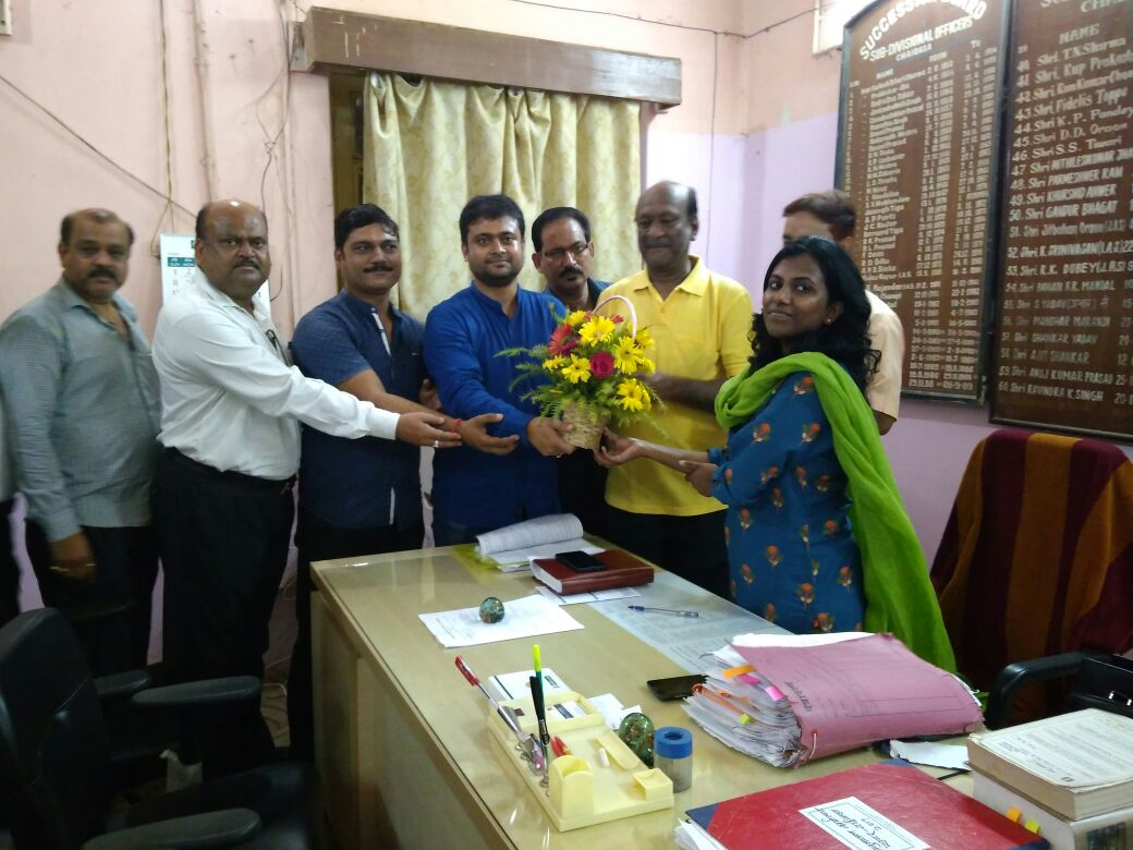 <p>A Delegation of Chaibasa Chamber today paid a courtesy call on the new subdivision officer of Chaibasa Sadar, R. Ronito. Chamber's delegation welcomed her with a bouquet. During…