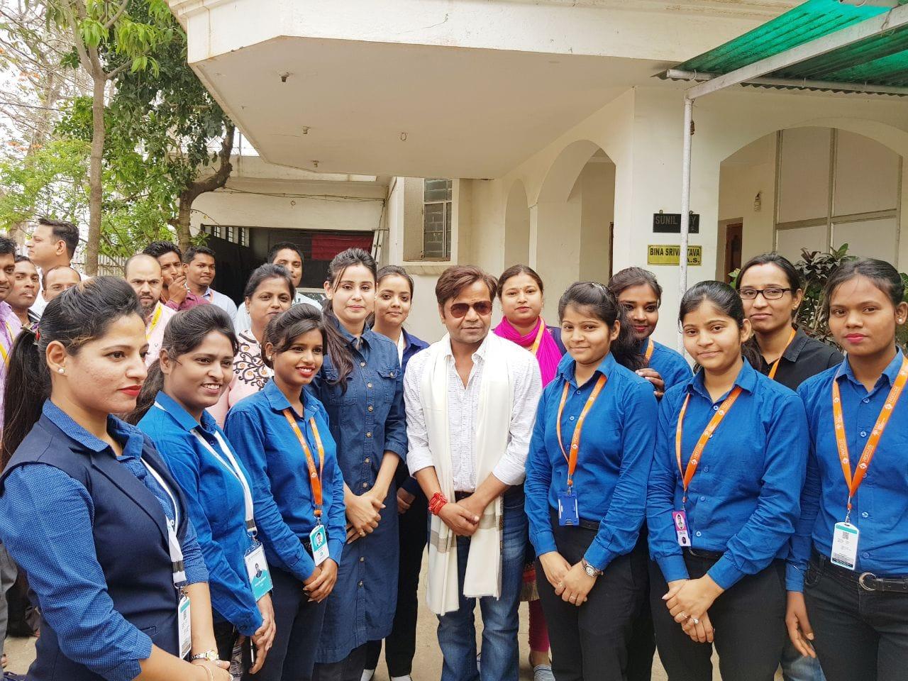 <p>आज राजपाल यादव ने कौशल विकाश का कार्य करने वाली संस्था frontline global services के प्रादेशिक दफ़्तर में कौशल विकाश के कार्यकर्ताओं को सम्बोधित किया ! बेहद ही उमदा तरीक़े से उन्होंने…