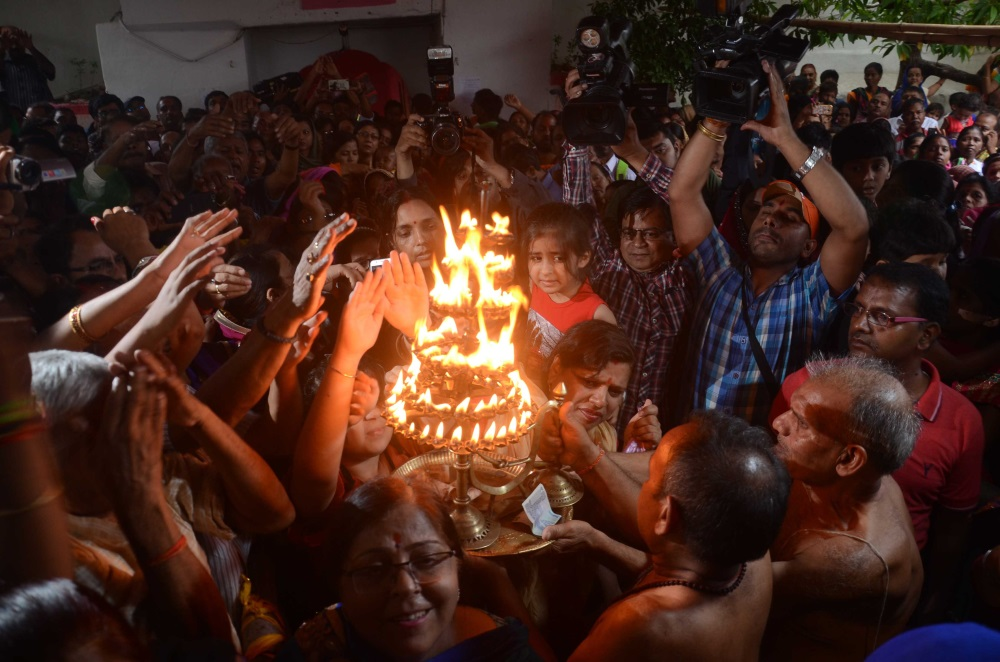<p>Devotees performs 'Aarati' on the occasion of Rath Yatra festival at Jagannathpur in Ranchi on Saturday.</p>