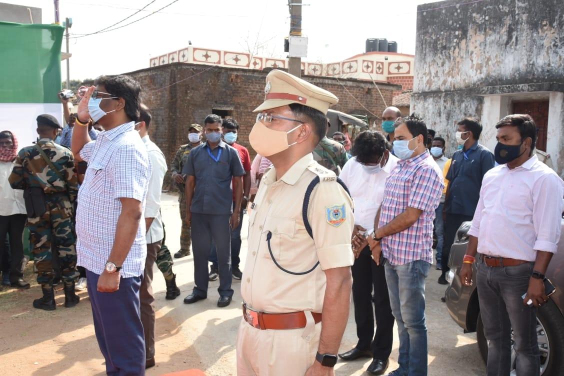<p>रामगढ़ जिला स्थित अपने पैतृक आवास नेमरा पहुंचे मुख्यमंत्री श्री हेमन्त सोरेन। ग्रामवासियों एवं स्थानीय जनप्रतिनिधियों ने मुख्यमंत्री का स्वागत किया। रामगढ़ जिला प्रशासन की ओर से…